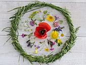 Wiesenblumen-Tableau im Gräserkranz