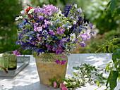 Frühsommerstrauß aus Gartenstauden : Veronica (Ehrenpreis), Geranium