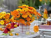Strauß aus Calendula (Ringelblumen), Blütenblätter in Öl, Ringelblumensalbe