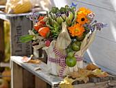 Erntedank-Gesteck in Joghurteimer mit Maisblättern beklebt 3/3