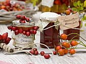 Hagebutten zu Marmelade verarbeitet