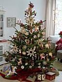 Altdeutscher Weihnachtsbaum mit Strohsternen