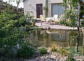 GARTENANSICHT mit Terrasse UND Teich