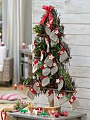 Stilisierter Tannenbaum als Adventskalender