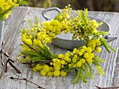 Duftender, gelber Kranz aus Acacia (Mimose)