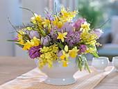 Duftstrauß aus Acacia (Mimosen), Hyacinthus (Hyazinthen), Narcissus