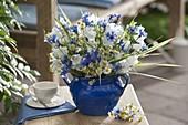 Blau-weißer Frühsommerstrauß : Campanula persicifolia (Glockenblumen),