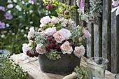 Strauß aus Rosa (Rosen), Hydrangea (Hortensien) und Himbeeren