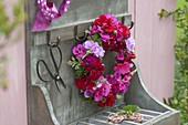 Kranz aus Blüten von Pelargonium (Geranien) und Blättern von Duftgeranien