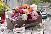 Geschenke-Korb mit Rosenprodukten