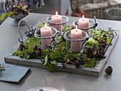 Natürliche Kerzendeko oder schlichter Adventskranz mit 4 Kerzen-Gläsern