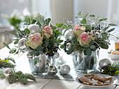 Silberne Weihnachtsgestecke : Rosa (Rosen), Eucalyptus, Cupressus
