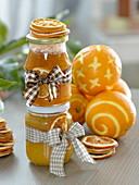 Selbstgemachte Orangenmarmelade als Geschenk