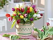 Bunter Frühlingsstrauß aus Tulipa (Tulpen)