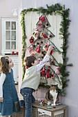 Weihnachtsbaum aus Schnüren auf Brett zum aufhängen 6/6
