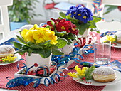 Faschings - Tischdeko mit Luftschlangen