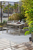 CONTEMPORARY Formal ROOF TERRACE / Garden DESIGNED by DATA NATURE ASSOCIATES: SEATING AREA with TABLE, CHAIRS, TRELLIS AND RAISED BEDS