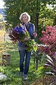 Der letzte Garten - Strauss aus blauen und violetten Blumen