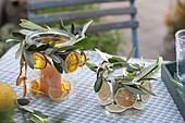 Einmachgläser als Windlichter mit mit Zweigen von Olea (Olive)