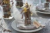 Tischdeko mit Zaubernuss und Haselzweigen