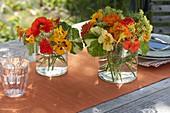 Kleine Straeusschen mit essbaren Blüten