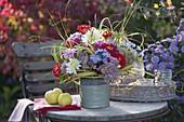 Herbststrauss auf dem Gartentisch