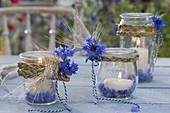 Ländliche Tischdeko mit Einmachglaesern als Windlichter