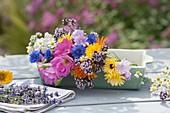 Frisch geschnittene, essbare Sommerblueten