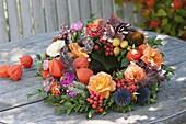 Herbstlicher Kranz ala quer durch den Garten