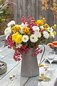 Herbststrauss aus Chrysanthemum (Herbstchrysanthemen)