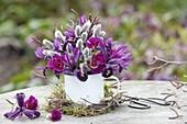 Kleiner Strauss mit Palmkätzchen, Iris reticulata (Netziris), Betula