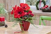 Roter Weihnachtsstrauss aus Hippeastrum (Amaryllis), Rosa (Rosen)