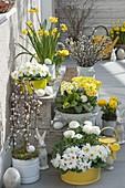 Ostern in gelb-weiss auf der Terrasse