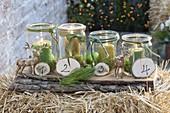 Adventskranz aus Einmachglaesern mit Moos und grünen Kerzen