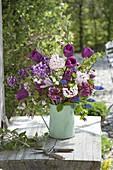Rosa-lila Duftstrauss : Tulipa 'Purple Prince' (Tulpen), Viburnum carlcephalum