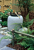 JAPANESE Water Feature IN THE Garden of OXHERDING PICTURES DESIGNERS: Robert KETCHELL / EILEEN TUNNELL. HAMPTON Court 96