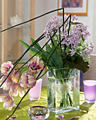 Strauß mit Lunaria rediviva, Tulpen u. Equisetum-Stengel
