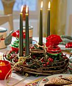 Adventskranz: Rohling aus Clematisranken, Buchszweigen,