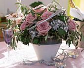 Rosen in altrosa, Hydrangea / Hortensie silber besprüht,