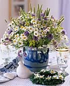 Wiesenblumen: Argyranthemum / Margerite, Galium / Labkraut,