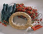 Material zum Binden eines Tomatenkranzes auf Kohlblättern