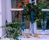 Fensterkranz: Hedera / Efeu, Myrtus / Myrte, Gypsophila / Schleierkraut