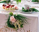 Syringa / Flieder, Rosa / Rose, Convallaria / Maiglöckchen, Allium