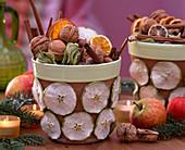 Malus / Apfelscheiben, Äpfel, Juglans / Walnüsse