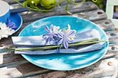Kleine Tischdeko aus Agapanthus (Schmucklilien), Hydrangea