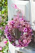 Kränzchen aus Hydrangea 'Pink Annabelle' (Hortensien), Phlox