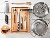 Küchenutensilien für die Zubereitung von Lammcurry