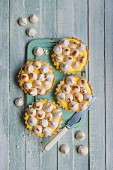 Individual lemon tartlettes with lemon curd and mini meringues