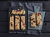 Healthy berry muesli bars