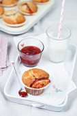 Muffins mit Marmelade zum Frühstück